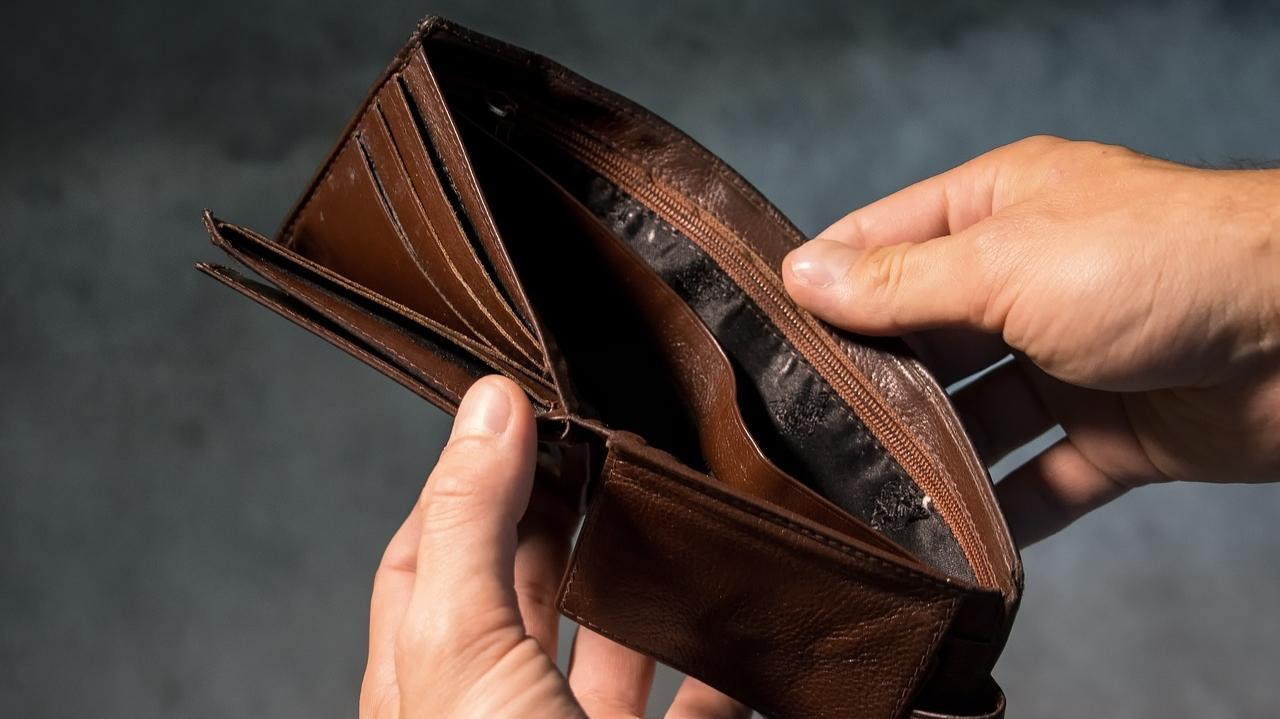 お金がない大学生の原因