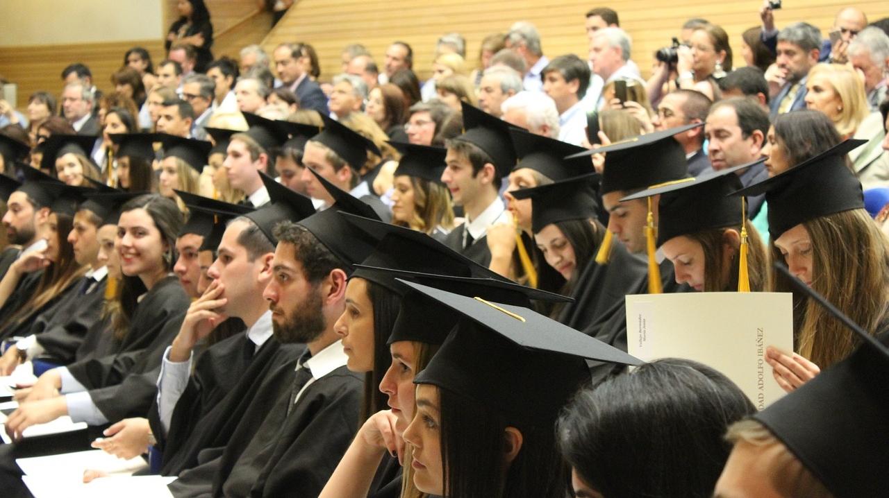 大学生だからこそ、バイト以外で稼げるようになる必要があると考えています。