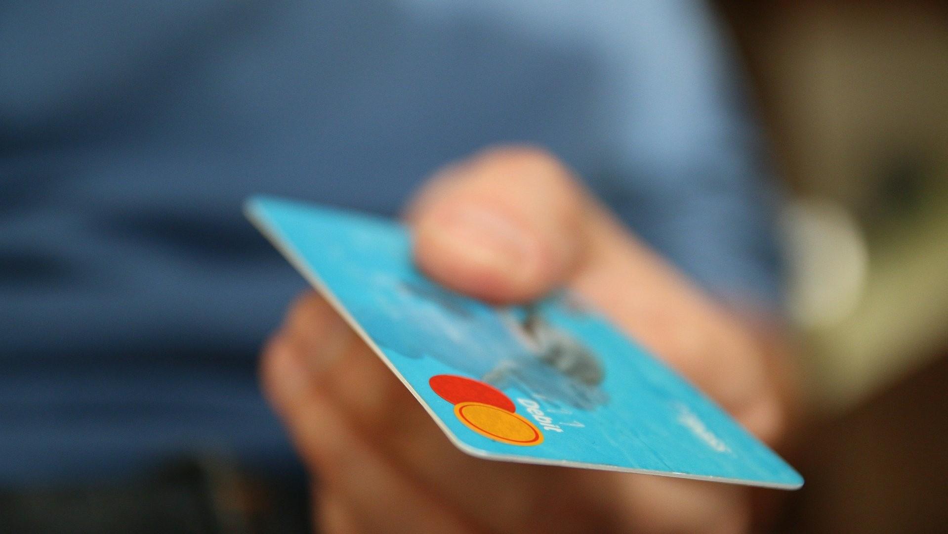 買って後悔したもの3位『クレジットカード』